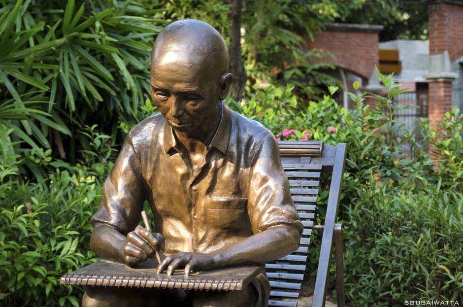 Statue de Lee Lin-chiu 李 臨 秋 - Dadaocheng Park